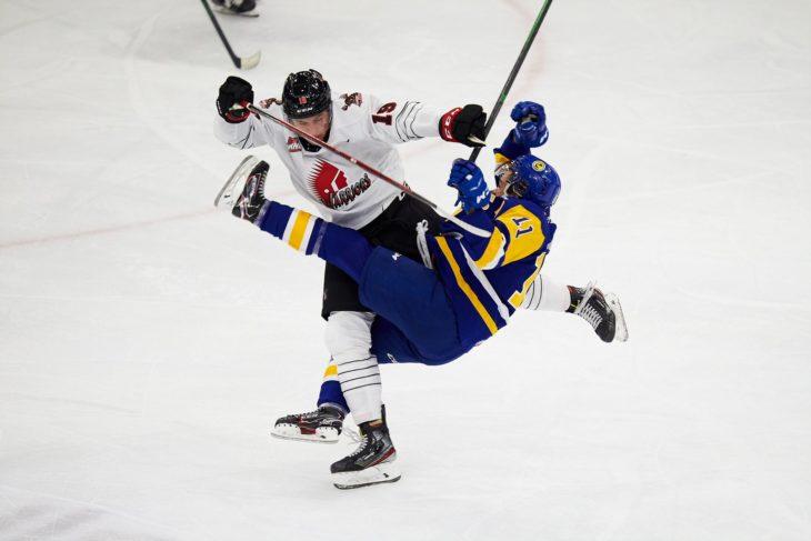 Warriors forward Martin Rysavy lays a big hit on Saskatoon's Tristian Robins.  (Steve Hiscock/Saskatoon Blades)