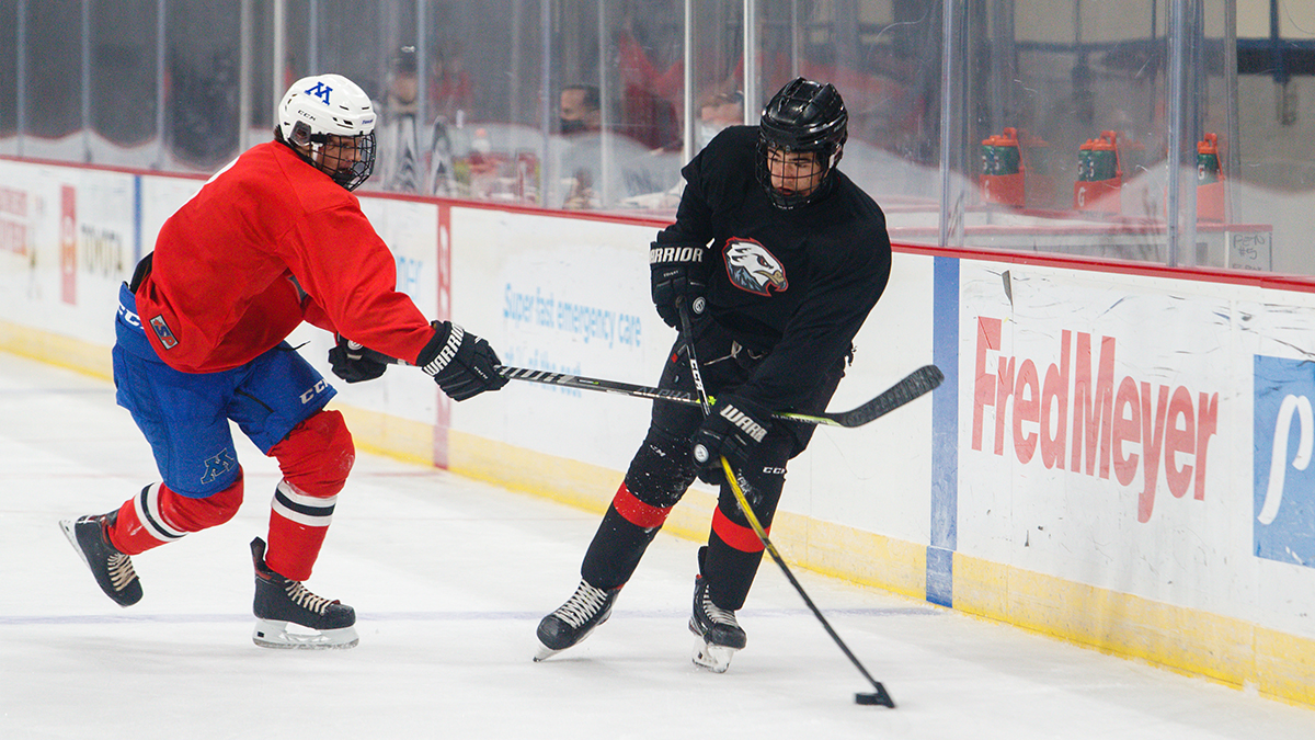 Portland Winterhawks prospect Tanner Bruender carrying the puck against Minnesota native Gabe Tibbets during the 2021 Neely Cup Training Camp in Portland, Oregon. (Photo by Keith Dwiggins)